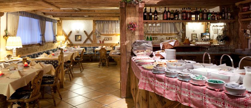italy_dolomites-ski-area_arabba_garni_barbara_dining_room.jpg